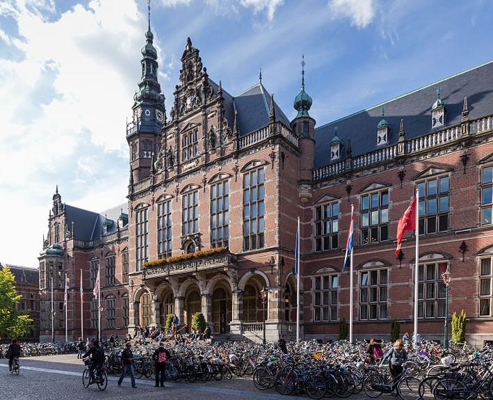 rijksuniversiteit_groningen_hauptgeba%cc%88ude-709x575